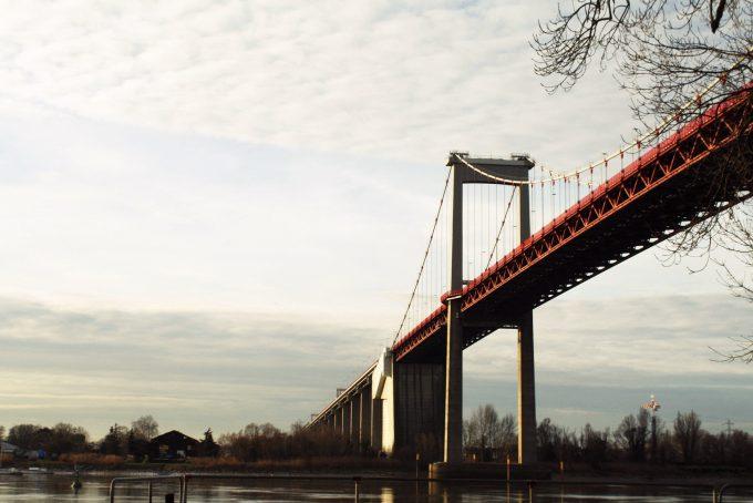 Sous le pont d'Aquitaine
